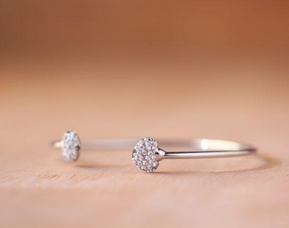 Golden Times hjælper dig med at finde pragtfulde smykker med 30 dages fri returret
